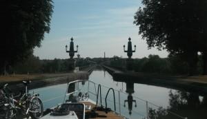 29-8-12 10h29 entrée pont canal de Briare