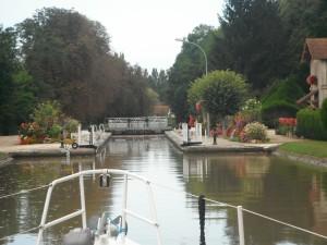 30-8-12 10h30 canal de Briare écluse la + fleurie