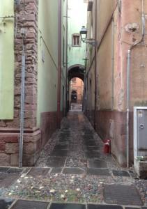 2014-12-03 16h05 une rue de Bosa Cote W Sardaigne