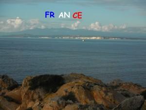 2014-12-04 15h46 cap Pertusato corse falaise vu de la pointe Nord de la Sardaigne