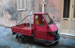 2014-11-15 17h13 véhicule typique des ruelles Carloforte île de San Pietro Sardaigne Italie