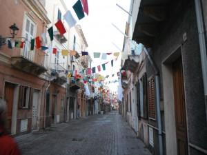 2014-11-15 17h11 rue pavoisée Carloforte île de San Pietro Sardaigne Italie