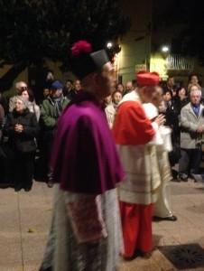 2014-11-15 19h07 la procession sortie de la Madonne l'évêque et le cardinal Carloforte San Pietri Sardaigne