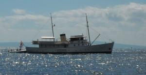 2014-09-07 10h29 le bateau de la reine d'Angleterre entre Ibiza et Formentera aux Baléares