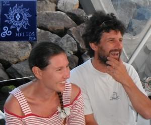 2014-06-04 20h48 Céline et Cédric dans le cockpit d'Ericante à la marina de Velas à Sao Jorge, Açores