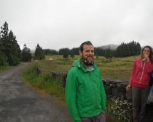 2014-06-14 15h40 descendant de Charlemagne à la barbe fleurie près de la Grotte do Natal Terceira Açores