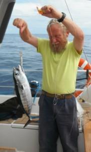 2014-06-22 16h38 Eric et son 1er thon péché au milieu de l'Atlantique