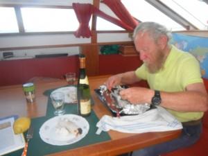 2014-06-22 19h18 Eric et son 1er thon péché au milieu de l'Atlantique (2)