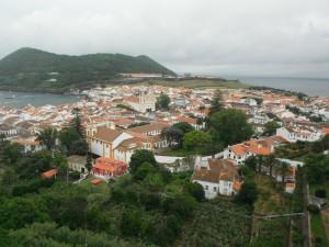 2014-06-15 16h02 vue du jardin Duque sur Angra et le Mont Brazil Terceira Açores