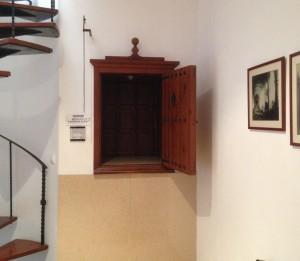 2014-10-29 16h56 guichet couvent cloitre Santa Clara de Ciutadella Minorque