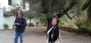 2014-10-14 18h53 Françoise et Bernard devant leur maison à Ibiza