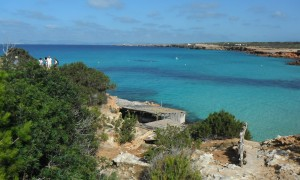 2014-10-08 12h24 les eaux claires et les varaderos de la cala Saona à Formentera