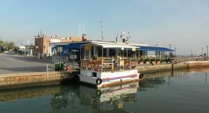 2015-09-17 8h37 le chenal de de Cesenatico avec le minibac Adriatique