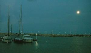 2015-09-26 19h21 pleine lune port Civitanova Adriatique Italie