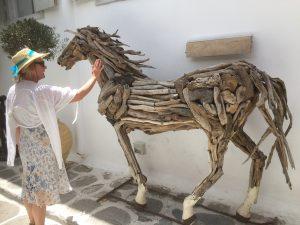 2016-06-02 13h49 Anté cheval bois Mykonos Cyclades