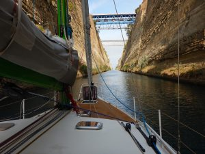 2016-10-23-10h08-passage-canal-corinthe